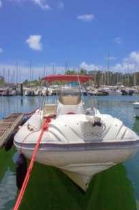 """Nuova Jolly 23"""""""" au port de la marina en Guadeloupe disponible à la location à la journée"""